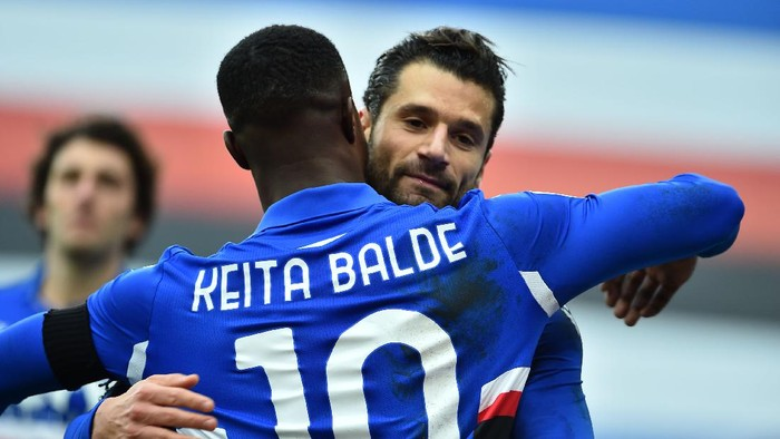 Genoa, Italy January 6: Antonio Candreva of UC Sampdoria celebrates with Keita Balde after scoring penalty during the Serie A match between UC Sampdoria and FC Internazionale at Stadio Luigi Ferraris on January 6, 2021 in Genoa, Italy. (Photo by Paolo Rattini/Getty Images)