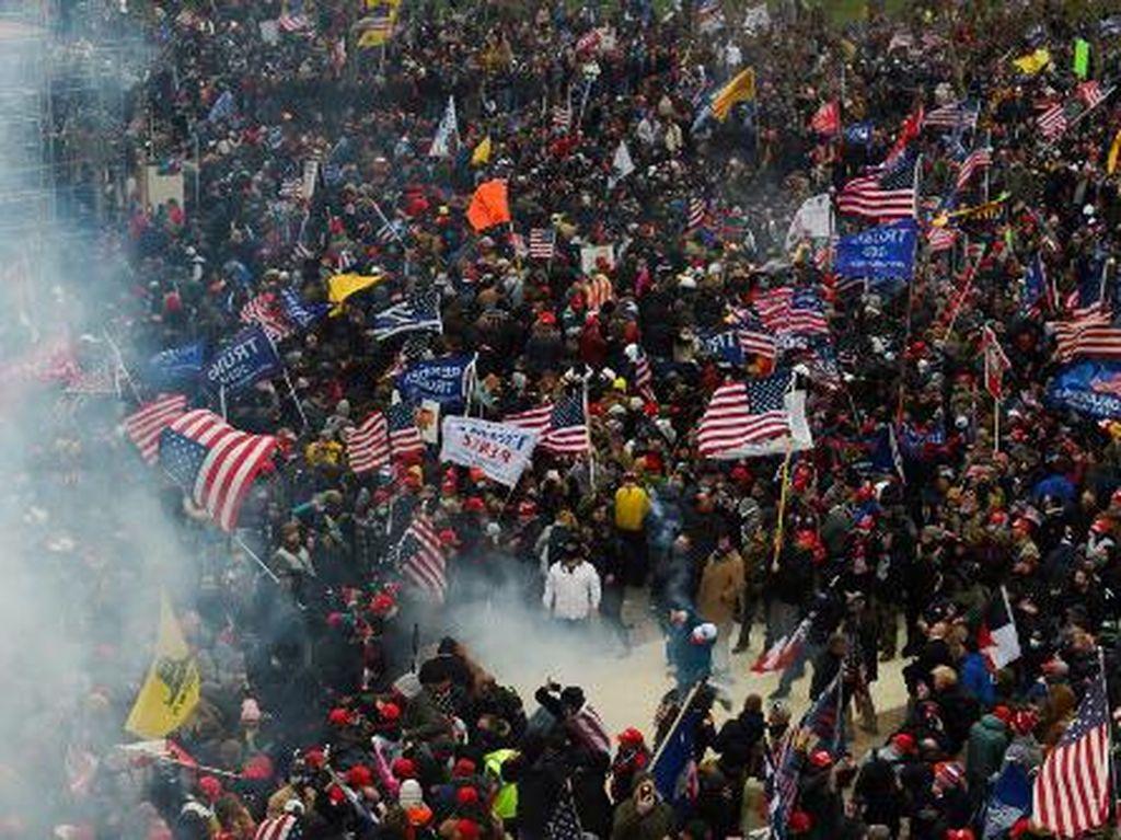 3 Orang Tewas di Dekat Gedung Capitol AS Saat Massa Trump Rusuh