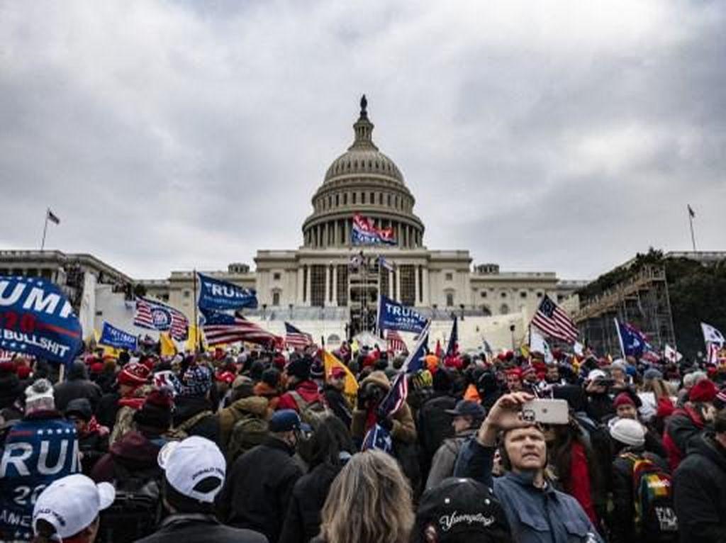 Seorang Perempuan Tewas Tertembak saat Massa Trump Dobrak Gedung Capitol