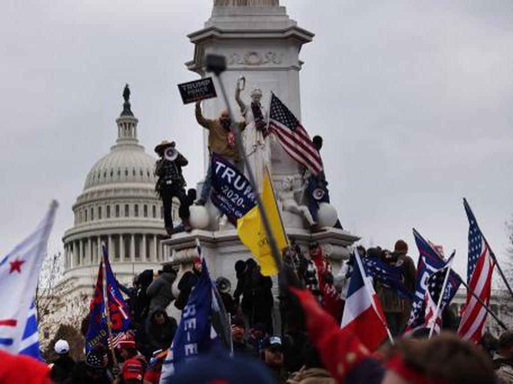 Serikat Pramugari AS Minta Massa Trump yang Rusuh Dilarang Terbang