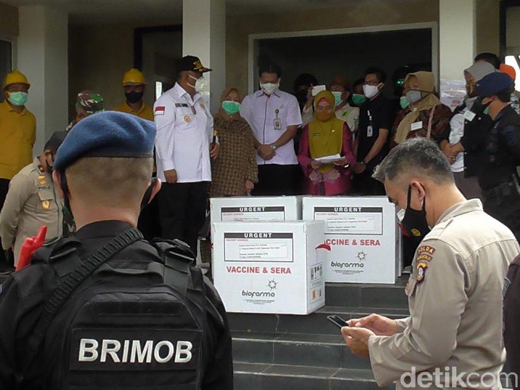 Momen Kedatangan Vaksin COVID-19 di Gorontalo