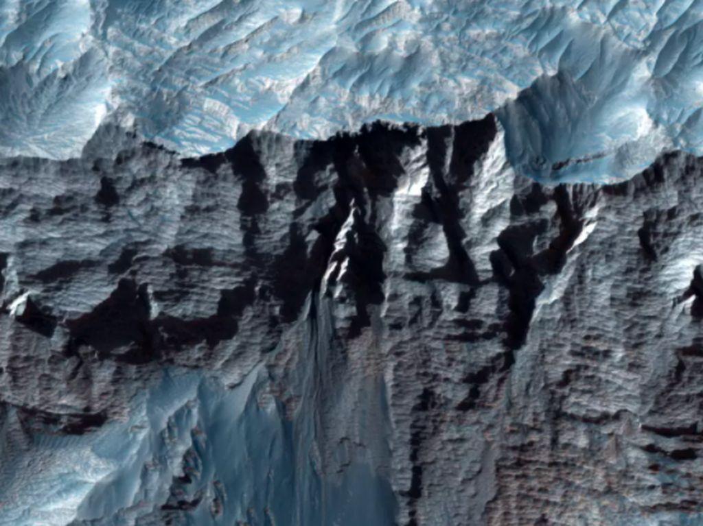 Foto Ngarai Terbesar di Tata Surya, Panjangnya 4.000 Km