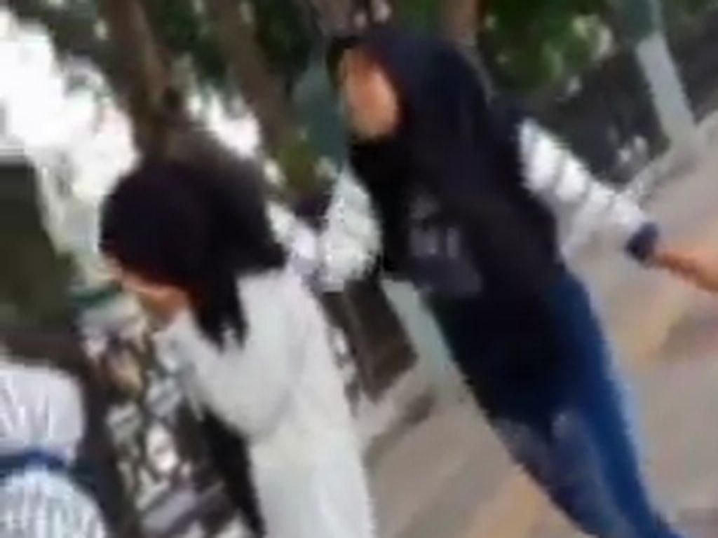 Viral Remaja Putri di Gresik Di-bully, Dipukuli Hingga Ditampar