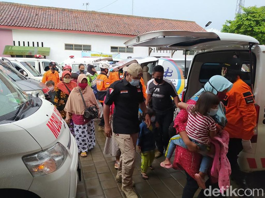 Ratusan Warga Lereng Merapi Magelang Kembali Mengungsi