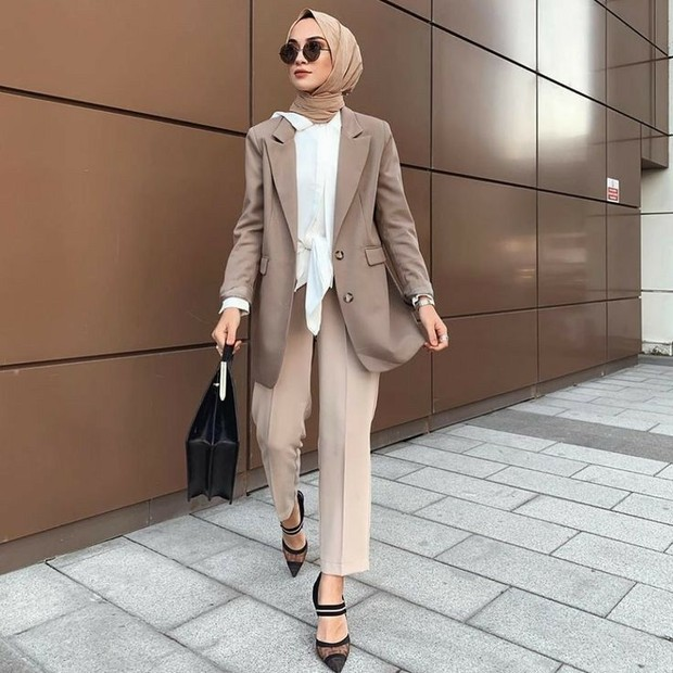 Blazer dan long pants nude