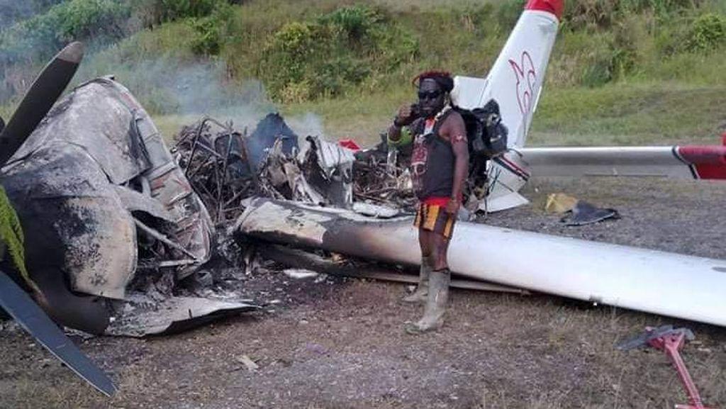 Foto-foto Pesawat MAF di Intan Jaya Papua yang Dibakar KKB