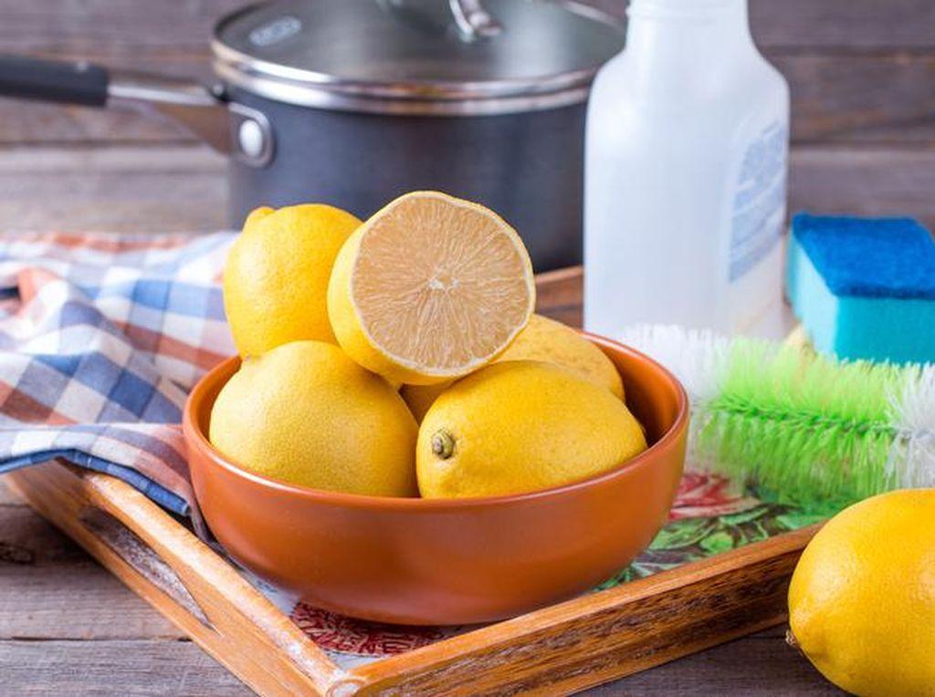 Ampuh! 5 Manfaat Lemon untuk Bersihkan Perabot Rumah
