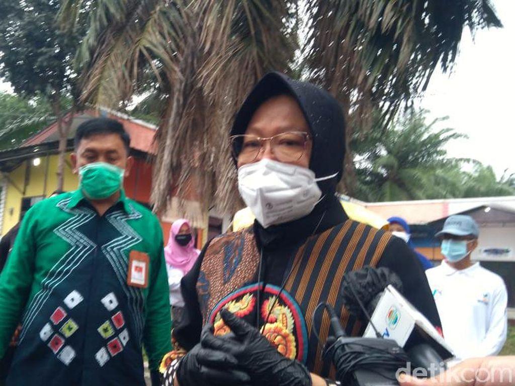 Risma Beri Pekerjaan ke 5 Tunawisma yang Ditemui di DKI