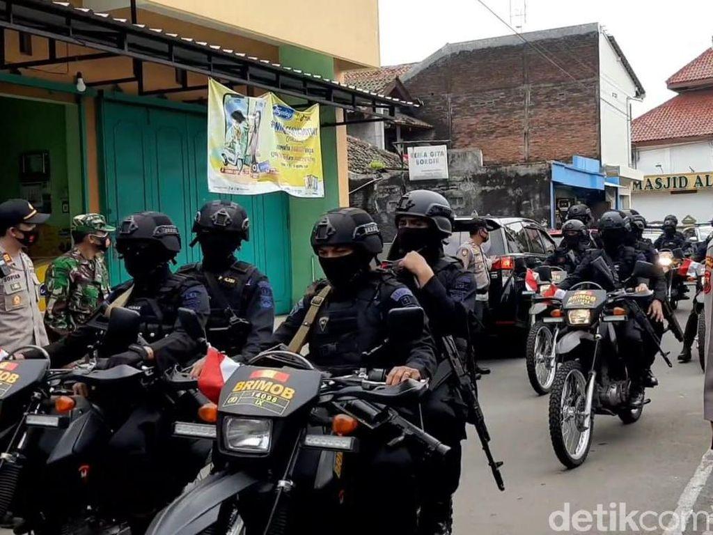 Patroli di Dekat Ponpes Ngruki, Brimob Bawa Senjata Laras Panjang-Barracuda