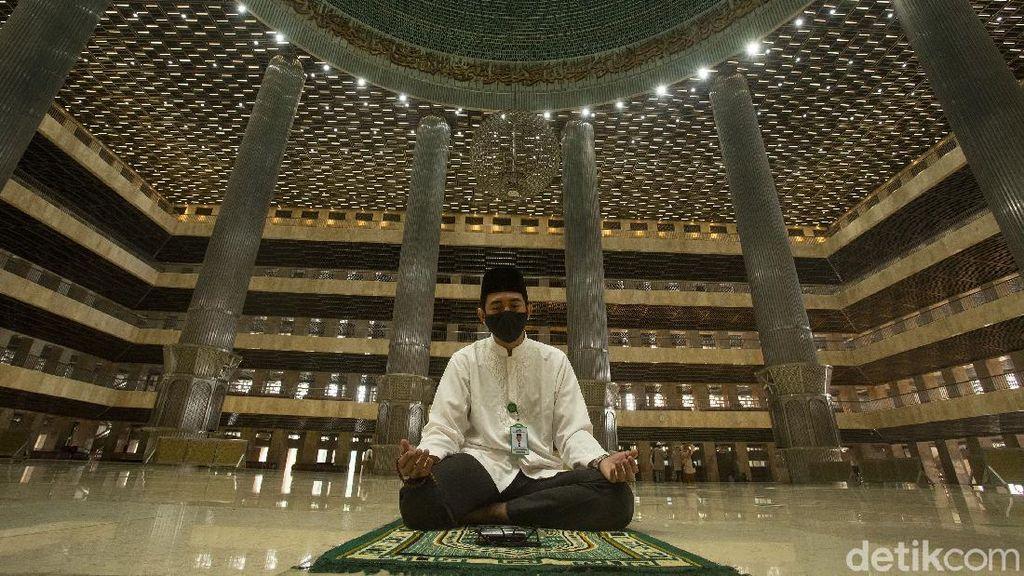 Prokes Ketat Sholat Jumat di Masjid Istiqlal