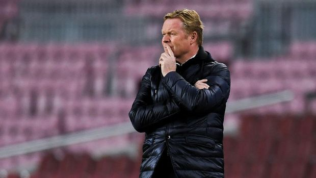 BARCELONA, SPAIN - DECEMBER 08: Head coach Ronald Koeman of FC Barcelona during the UEFA Champions League Group G stage match between FC Barcelona and Juventus at Camp Nou on December 08, 2020 in Barcelona, Spain. Sporting stadiums around Spain remain under strict restrictions due to the Coronavirus Pandemic as Government social distancing laws prohibit fans inside venues resulting in games being played behind closed doors. (Photo by David Ramos/Getty Images)