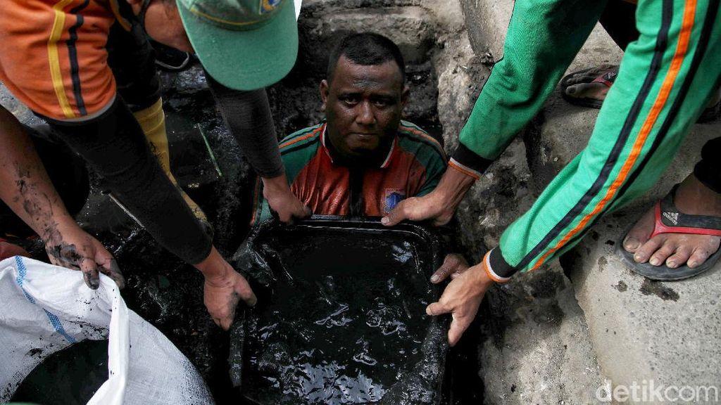 Kerja Keras Demi Kelapa Gading yang Bebas Banjir