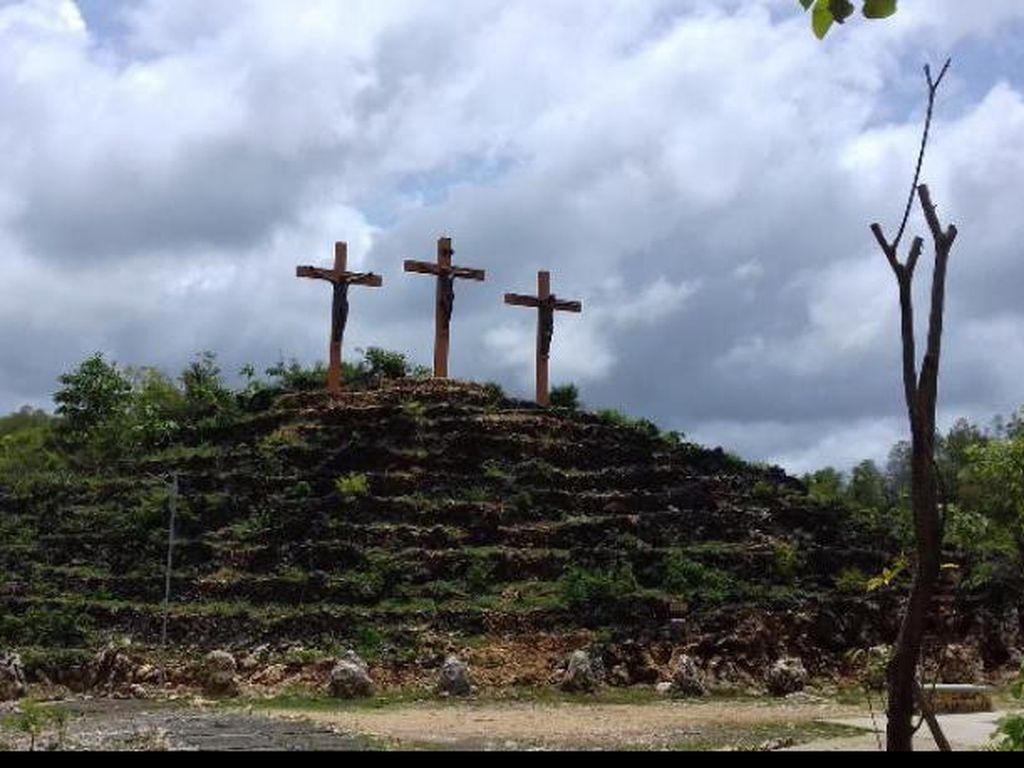 Wisata Religi ke Gua Maria Tritis