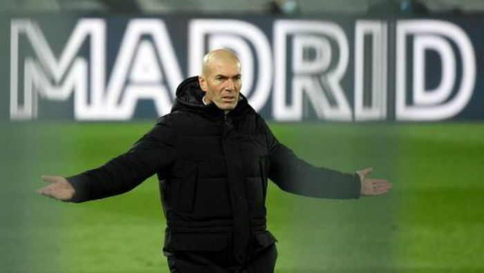 Real Madrids French coach Zinedine Zidane gestures on the sideline during the Spanish league football match between Real Madrid CF and Club Atletico de Madrid at the Alfredo di Stefano stadium in Madrid on December 12, 2020. (Photo by OSCAR DEL POZO / AFP)