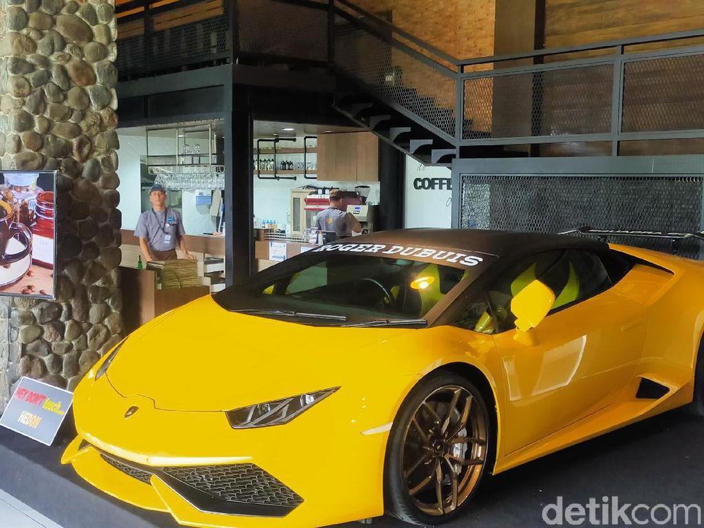 Sederet Mobil Mewah Jadi Pajangan Kafe Seluas 2 Hektar