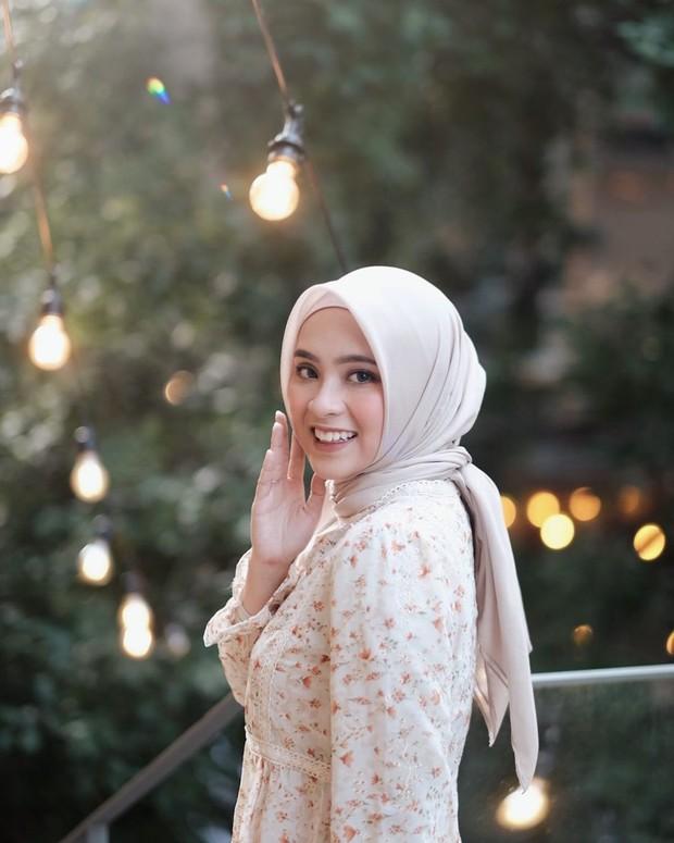 Bianca Kartika bergaya hijab diikat ke belakang/instagram.com/biancakartika