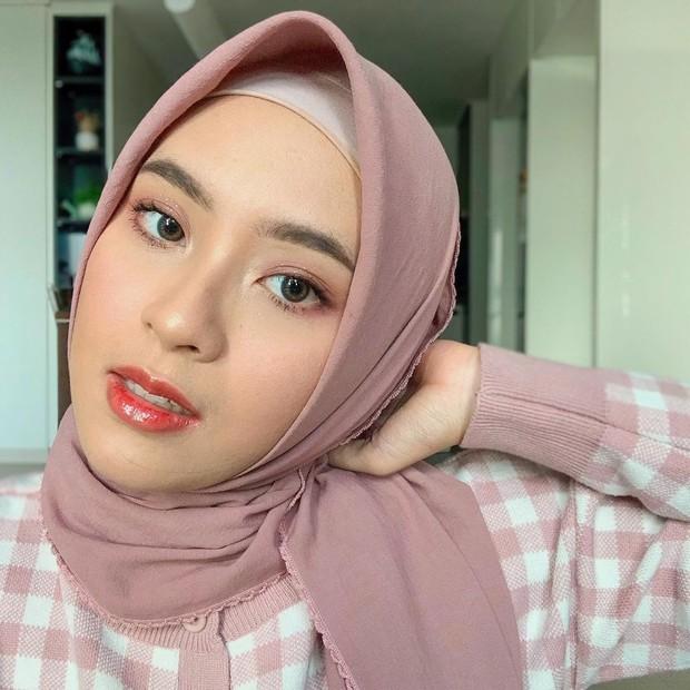 Bianca Kartika memakai hijab pink simpel/instagram.com/biancakartika