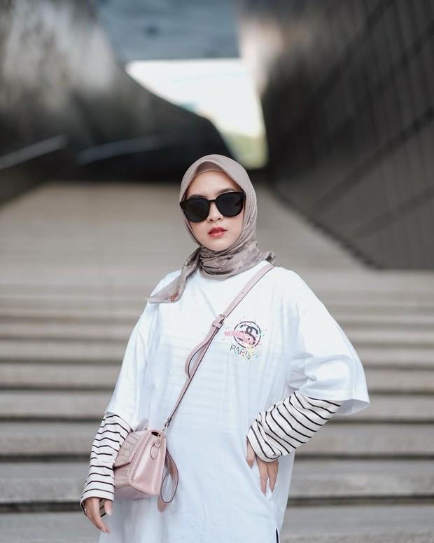 Bianca Kartika dengan hijab juntaian pendek/instagram.com/biancakartika
