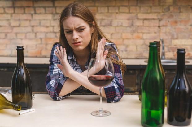 Alkohol merupakan obat penenang alami tapi setelahnya kecemasan mungkin akan kembali dengan pembalasan.