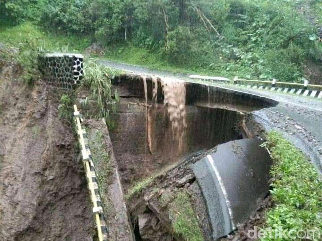 Garut Selatan Dikepung Bencana, Jembatan Roboh hingga Longsor