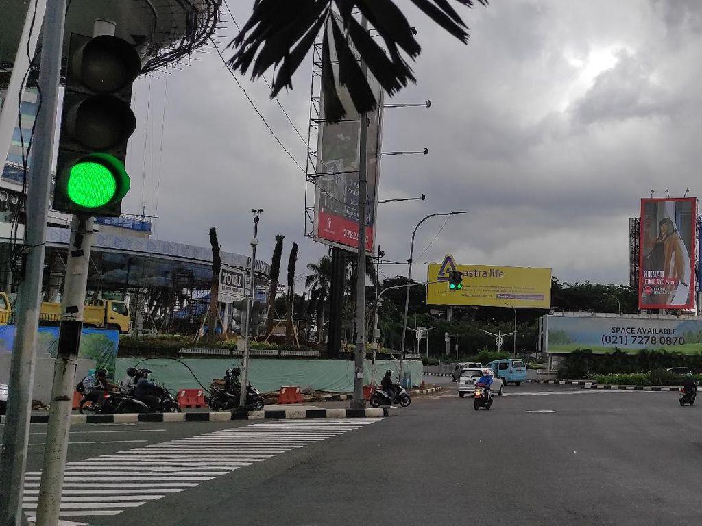 Lalin Tambahan Dipasang di Perempatan PIM, Pengendara Tak Lagi Bingung
