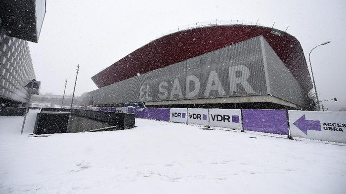 PAMPLONA, SPAIN - JANUARY 09: Snow is seen falling outside the stadium prior to the La Liga Santander match between C.A. Osasuna and Real Madrid at Estadio El Sadar on January 09, 2021 in Pamplona, Spain. Sporting stadiums around Spain remain under strict restrictions due to the Coronavirus Pandemic as Government social distancing laws prohibit fans inside venues resulting in games being played behind closed doors. (Photo by Juan Manuel Serrano Arce/Getty Images)