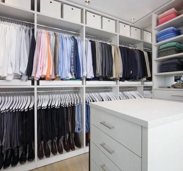 Pilih warna yang menurut secara pribadi paling dominan didalam lemari pakaian.