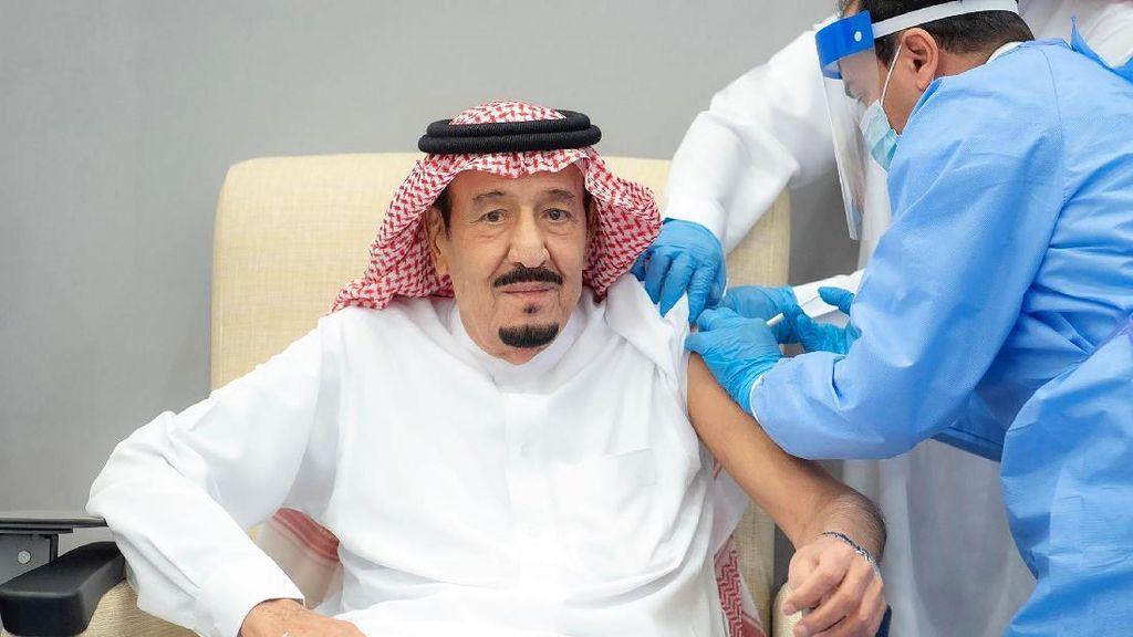 Raja Salman Disuntik Vaksin Corona