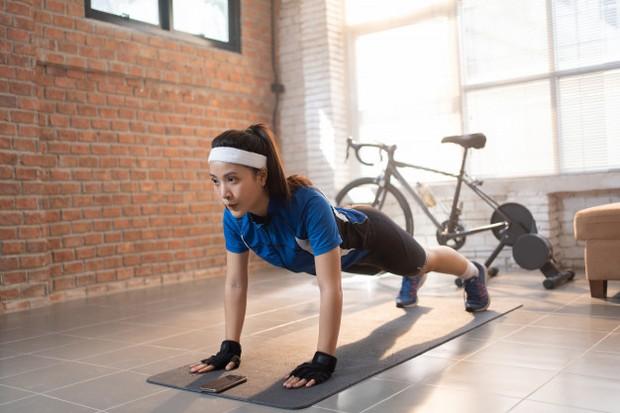 Olahraga teratur baik untuk kesehatan fisik dan emosional kamu, olahraga teratur juga bermanfaat sebagai pengobatan untuk meredakan kecemasan