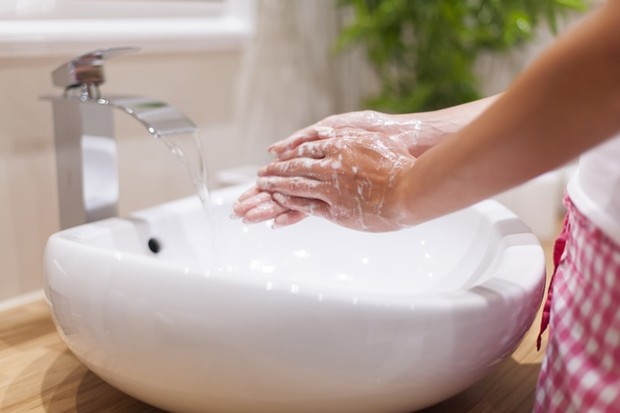 Tidak Mencuci Kedua Tangan sampai Bersih