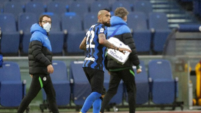 Inter Milans Arturo Vidal leaves after being injured during a Serie A soccer match between Roma and Inter Milan at Romes Olympic stadium, Sunday, Jan. 10, 2021. (AP Photo/Gregorio Borgia)