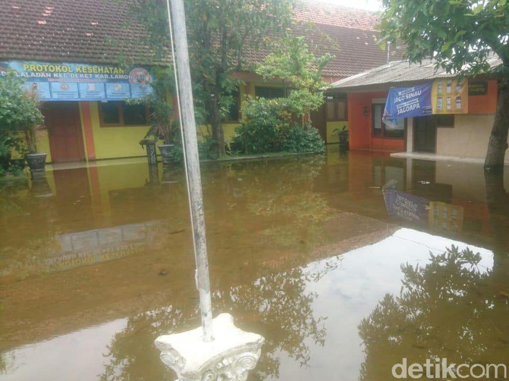 Banjir Luapan Sungai di Lamongan Rendam 58 Lembaga Pendidikan