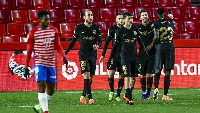 Barcelonas Lionel Messi, second right, celebrates after scoring his sides second goal during the Spanish La Liga soccer match between Granada and FC Barcelona at the Los Carmenes stadium in Granada, Spain, Saturday, Jan. 9, 2021. (AP Photo/Jose Breton)