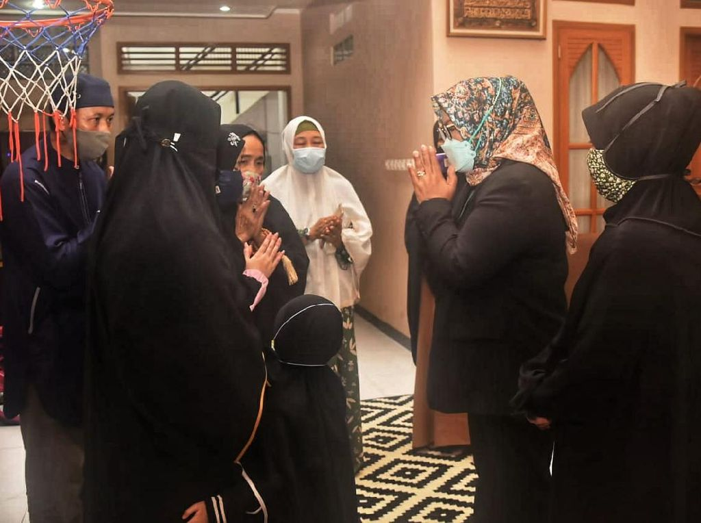 Kunjungi Rumah Keluarga Pilot SJ182, Bupati Bogor: Kami Siap Bantu