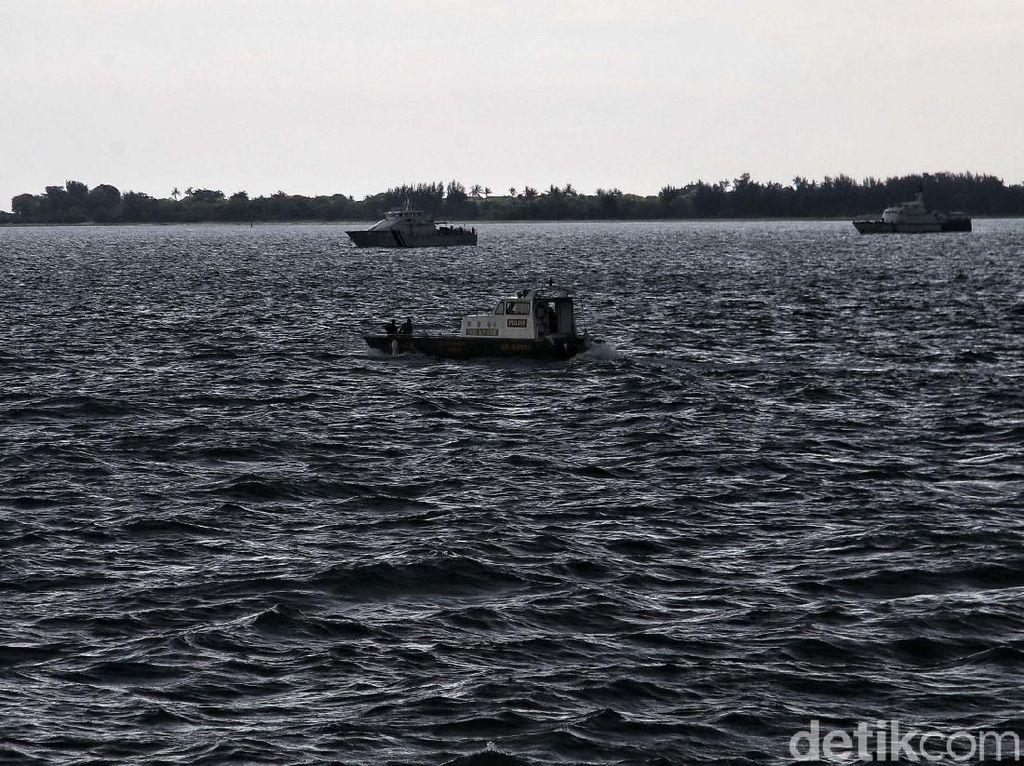 2 Penyelam Pramuka Bantu Basarnas Evakuasi Korban Sriwijaya Air