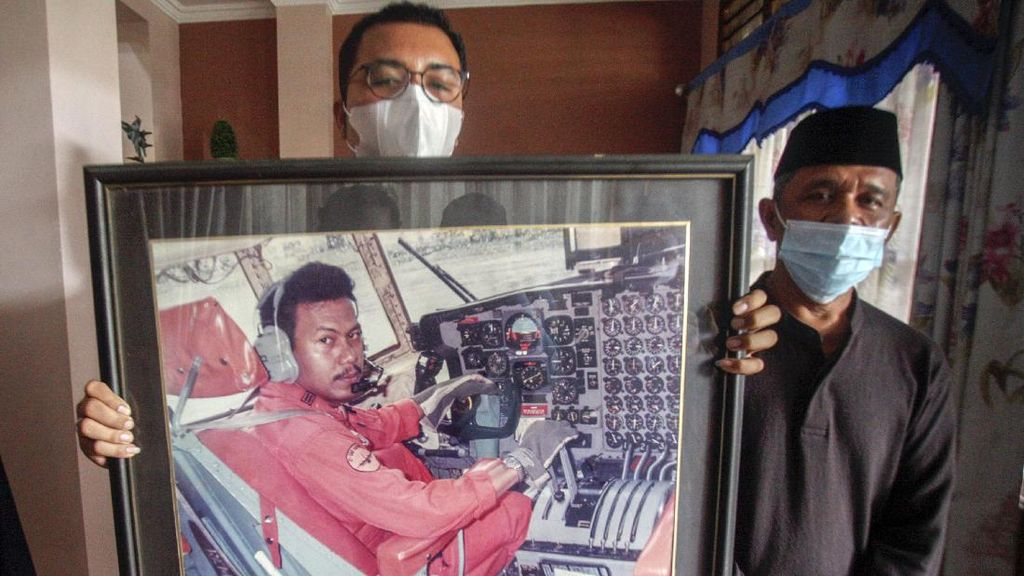Duka Keluarga Pilot Sriwijaya Air SJ182
