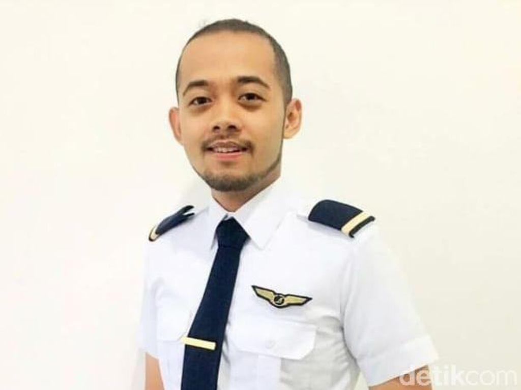 Ibunda Fadly Satrianto, Kru Sriwijaya Air SJ182 Meminta Doa Anaknya Ditemukan