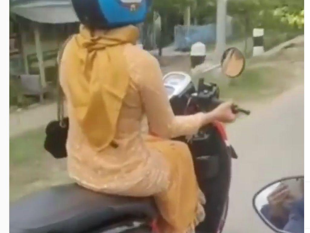 Gaya Berkendara Motor Emak-emak IniGak Aman Banget!