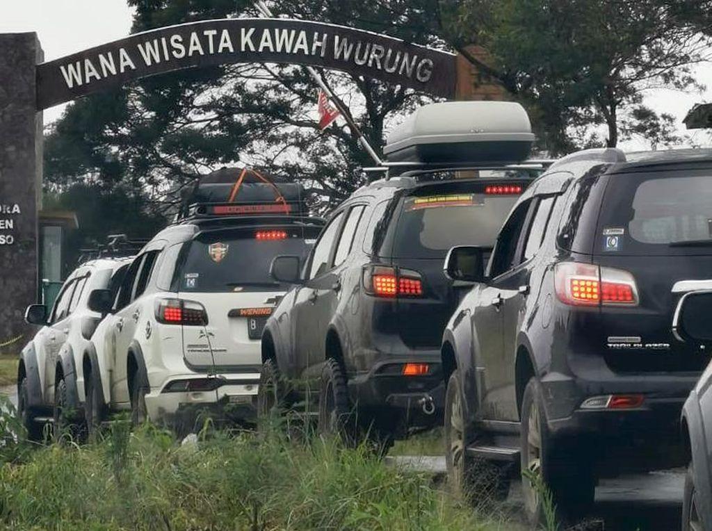Begini Kala Komunitas Mobil Touring dan Gelar Baksos