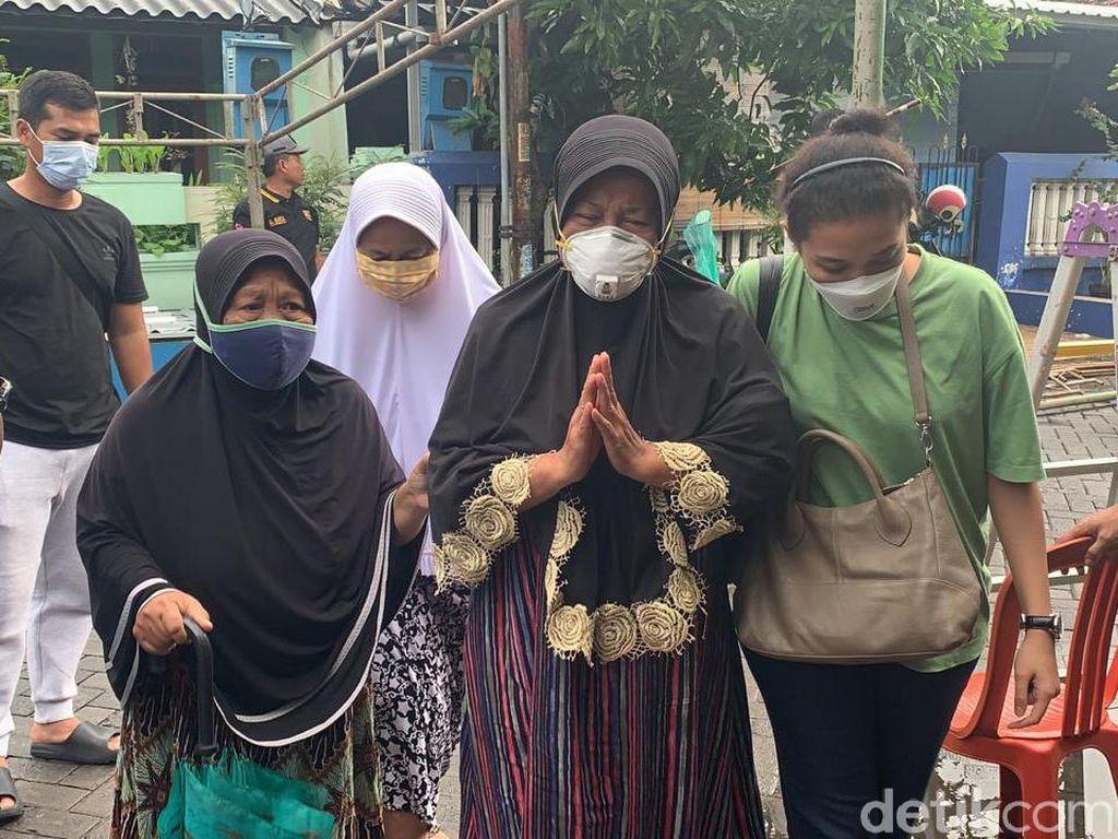 Isak Tangis Ibu Kru Sriwijaya Air SJ182 Fadly Satrianto Usai Tes DNA