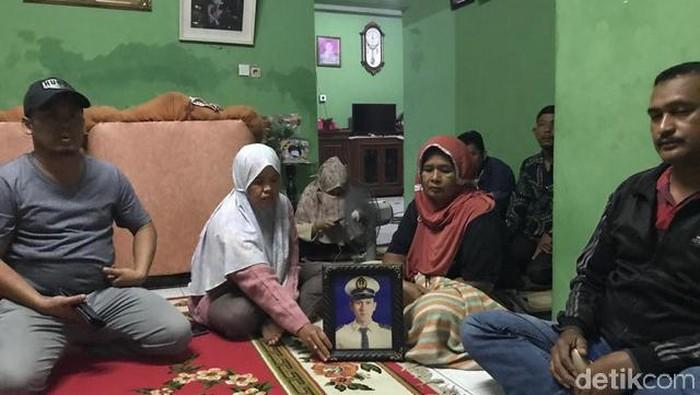 Keluarga korban Sriwijaya Air, Angga