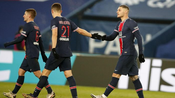 PSGs Mauro Icardi, right, celebrates with PSGs Ander Herrera after scoring his sides second goal during the French League One soccer match between Paris Saint-Germain and Brest at the Parc des Princes in Paris, Saturday, Jan. 9, 2021. (AP Photo/Francois Mori)