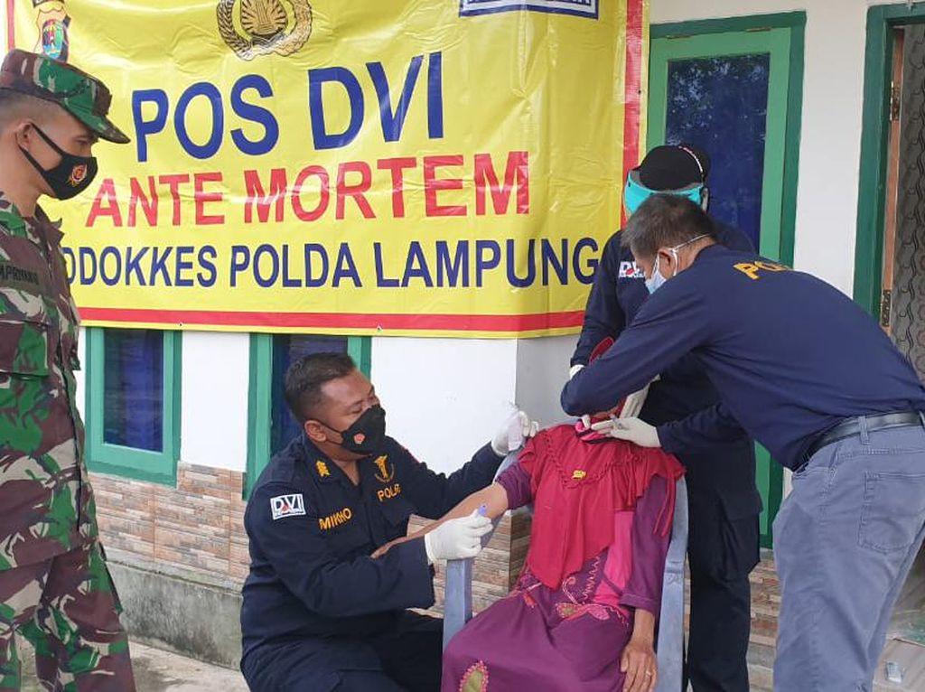 DVI Polda Lampung Ambil Sampel DNA Keluarga 3 Penumpang Sriwijaya Air