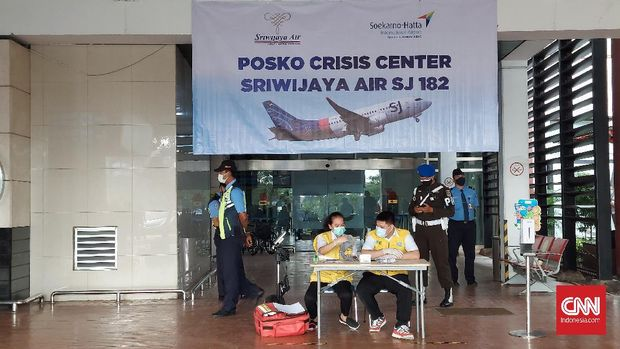 Posko crisis center Sriwijaya Air SJ 182 di Terminal 2D Bandara Internasional Soekarno-Hatta pada Minggu (10/1) pagi.