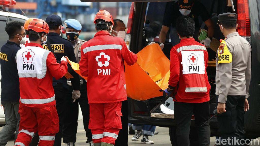 Tim SAR Kirim Bagian Tubuh Korban Sriwijaya Air ke RS Polri