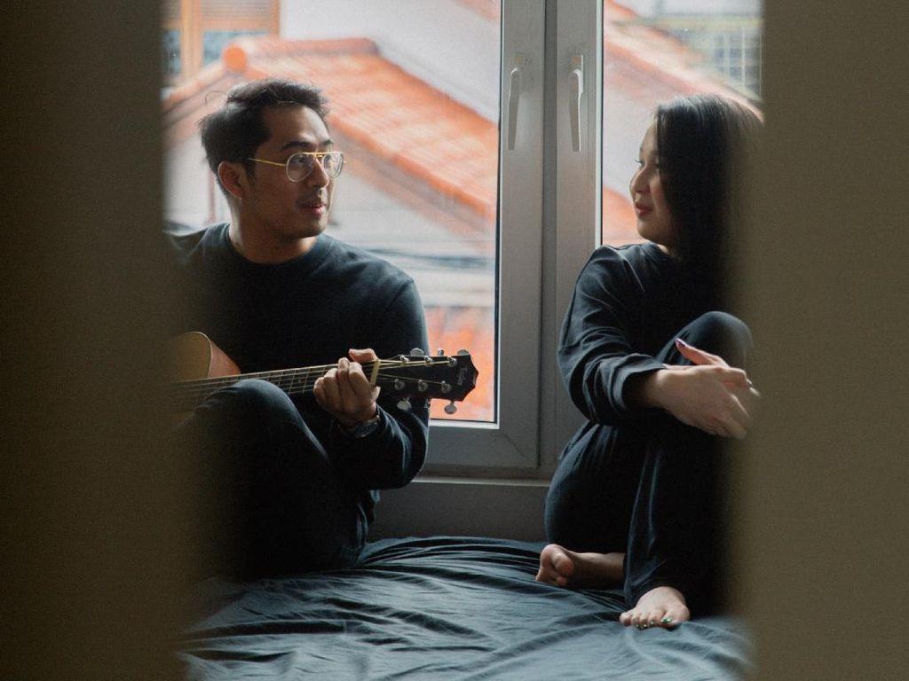 Rayhan Noor dan Agatha Pricilla Menolak Mendayu dalam Lagu