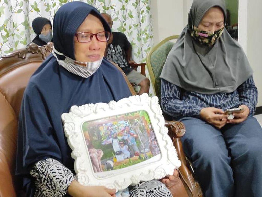 Ibu Ini Kenang Senyuman Anak yang Jatuh Bersama Sriwijaya Air SJ182