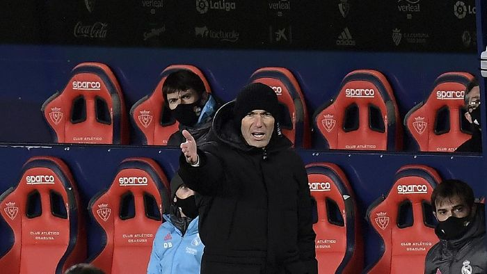 Real Madrids head coach Zinedine Zidane gestures during a Spanish La Liga soccer match between Osasuna and Real Madrid at El Sadar stadium in Pamplona, Spain, Saturday, Jan. 9, 2021. (AP Photo/Alvaro Barrientos)