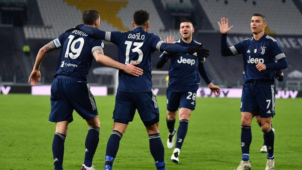 TURIN, ITALY - JANUARY 10: Danilo of Juventus F.C. celebrates with teammates Leonardo Bonucci, Merih Demiral and Cristiano Ronaldo after scoring their team's first goal during the Serie A match between Juventus and US Sassuolo at Allianz Stadium on January 10, 2021 in Turin, Italy. Sporting stadiums around Italy remain under strict restrictions due to the Coronavirus Pandemic as Government social distancing laws prohibit fans inside venues resulting in games being played behind closed doors. (Photo by Valerio Pennicino/Getty Images )