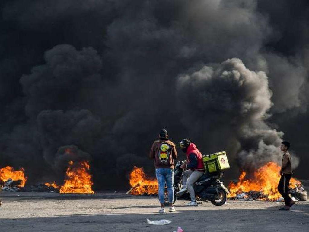 1 Polisi Irak Tewas dan Puluhan Orang Luka-luka dalam Aksi Demo